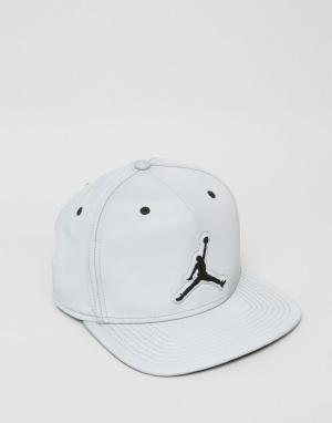 Jordan Серая бейсболка в стиле ретро Nike 5 801773-096. Цвет: серый