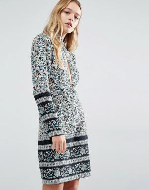 Rollas Цельнокройное платье с принтом пейсли. Цвет: мульти