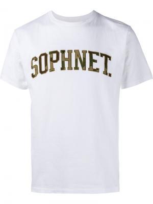 Футболка с логотипом камуфляжным рисунком Sophnet.. Цвет: белый