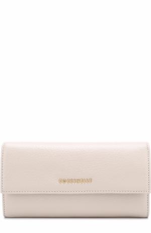 Кожаный кошелек с клапаном и логотипом бренда Coccinelle. Цвет: кремовый