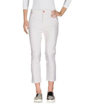 Джинсовые брюки-капри SOALLURE. Цвет: белый