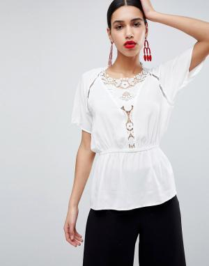 AX Paris Блузка с короткими рукавами. Цвет: кремовый