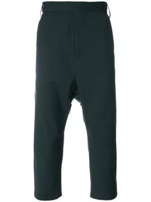 Укороченные брюки Odeur. Цвет: зелёный