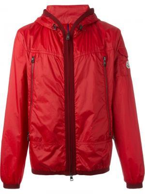 Куртка-ветровка с капюшоном Moncler. Цвет: красный