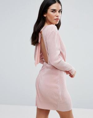 Love & Other Things Плиссированное платье с запахом и длинными рукавами Thing. Цвет: розовый