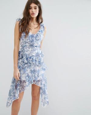 Boohoo Платье с цветочным принтом и оборками. Цвет: мульти