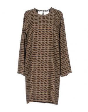 Короткое платье LA FEE MARABOUTEE. Цвет: верблюжий