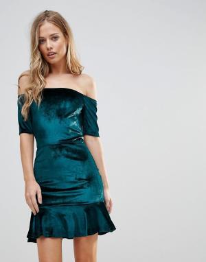 Oh My Love Бархатное платье с открытыми плечами и оборкой. Цвет: зеленый