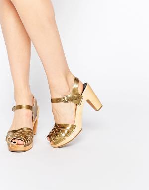 Swedish Hasbeens Золотистые плетеные сандалии на высоком каблуке. Цвет: золотой