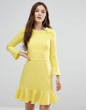 Closet London Платье с баской и рукавами-колокол. Цвет: желтый