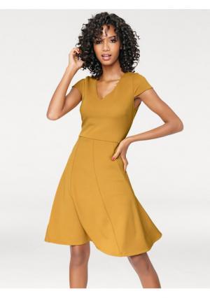 Моделирующее платье Ashley Brooke. Цвет: желтый