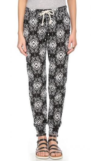 Тренировочные брюки Felicite. Цвет: черный принт в стиле икат
