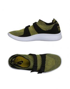 Низкие кеды и кроссовки NIKE. Цвет: желтый
