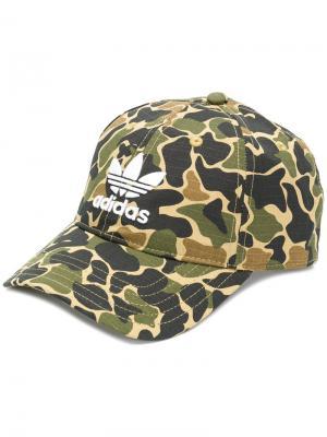 Камуфляжная кепка с логотипом Adidas. Цвет: многоцветный