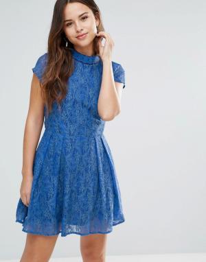 Louche Кружевное платье с отделкой на вороте Nichole. Цвет: синий
