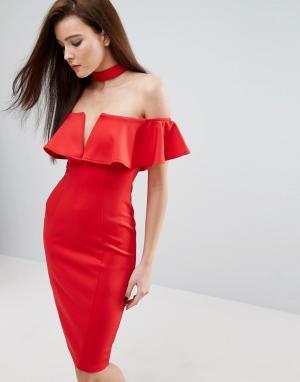 Rare Платье-футляр с чокером, широким вырезом и оборкой London. Цвет: красный