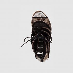 Босоножки на высоком каблуке ELLE. Цвет: черный/змеиный рисунок