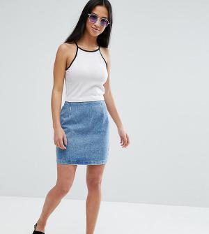 ASOS Petite Выбеленная синяя джинсовая мини-юбка. Цвет: синий