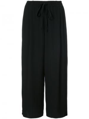 Укороченные расклешенные брюки Vince. Цвет: чёрный