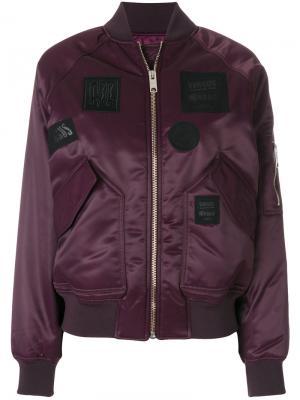 Куртка-бомбер с нашивками Versus. Цвет: розовый и фиолетовый