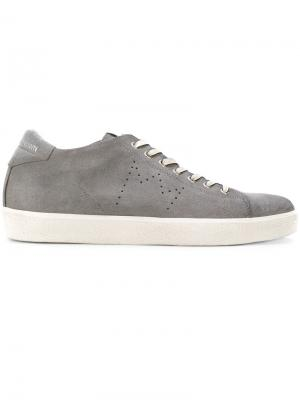 Кроссовки на шнуровке Leather Crown. Цвет: серый
