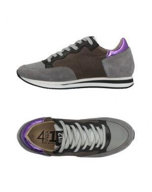 Низкие кеды и кроссовки QUATTROBARRADODICI. Цвет: серый