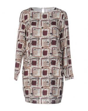 Короткое платье VICOLO. Цвет: бежевый