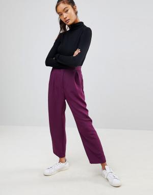 ASOS Широкие зауженные брюки со складками. Цвет: фиолетовый