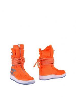 Полусапоги и высокие ботинки NIKE. Цвет: оранжевый