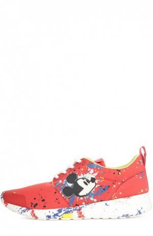 Текстильные кроссовки Disney с декором MOA. Цвет: красный