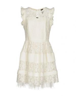 Короткое платье EUREKA. Цвет: белый