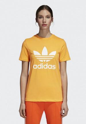 Футболка adidas Originals. Цвет: желтый