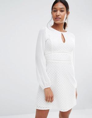 Lipsy Сетчатое платье с длинными рукавами и вырезом капелькой. Цвет: белый