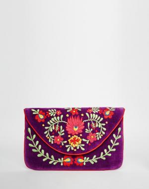 Moyna Бархатный клатч-конверт с вышивкой. Цвет: фиолетовый