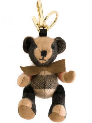 Подвеска в виде плюшевого медведя Burberry. Цвет: телесный