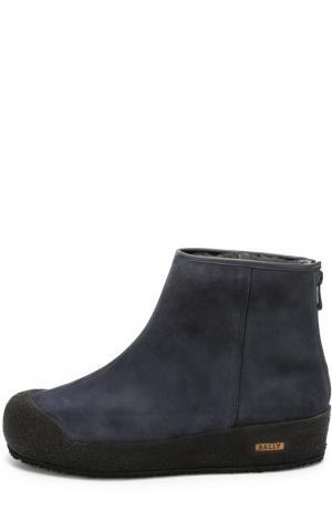 Замшевые ботинки с внутренней меховой отделкой Bally. Цвет: темно-синий