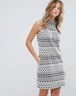Deby Debo Свободное платье без рукавов с геометрическим принтом. Цвет: черный