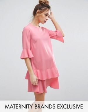Queen Bee Платье мини с расклешенными рукавами и оборками по краю. Цвет: розовый