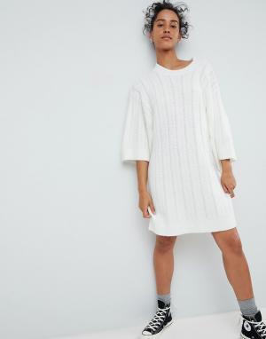 ASOS Платье крупной вязки с короткими широкими рукавами. Цвет: кремовый