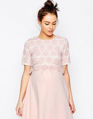 ASOS Maternity Кружевное двухслойное платье-трапеция для беременных. Цвет: розовый