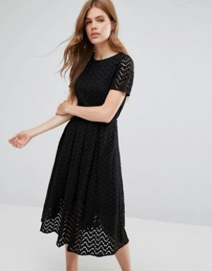 YMC Платье миди с зигзагообразным узором. Цвет: черный