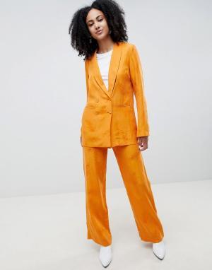 Gestuz Широкие оранжевые брюки с узором перьев. Цвет: оранжевый