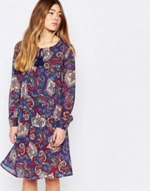 Diya Свободное платье с удлиненной спинкой и принтом пейсли. Цвет: синий