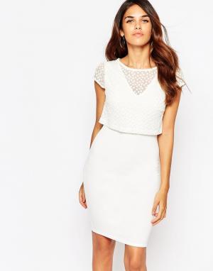 Lipstick Boutique Платье с вышивкой на накладке Kylie. Цвет: кремовый