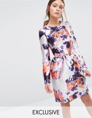 True Violet Атласное платье с юбкой-тюльпан. Цвет: мульти