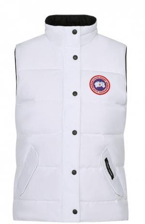 Пуховой жилет с карманами и логотипом бренда Canada Goose. Цвет: белый