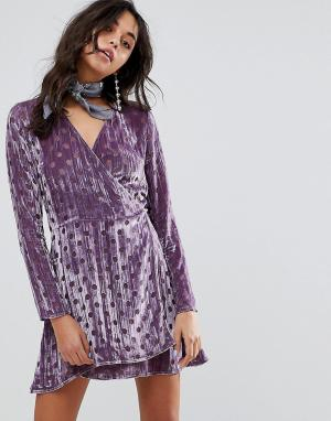 House of Holland Бархатное платье в горошек с запахом. Цвет: фиолетовый