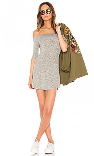 Платье с открытыми плечами toni Riller & Fount. Цвет: серый