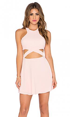 Приталенное и расклешенное платье chromat NBD. Цвет: розовый