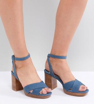 Faith Wide Fit Джинсовые босоножки на каблуке для широкой стопы. Цвет: синий
